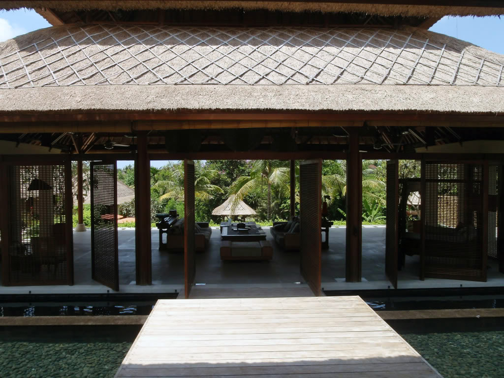 Bali tourism board art and culture bali architecture for Traditional house architecture