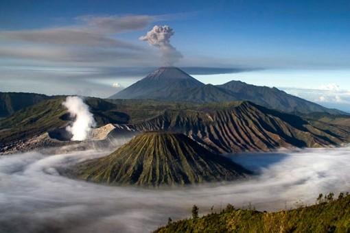 Gunung Merapi Meletus Dari Jarak 300 Meter - Video Amatir