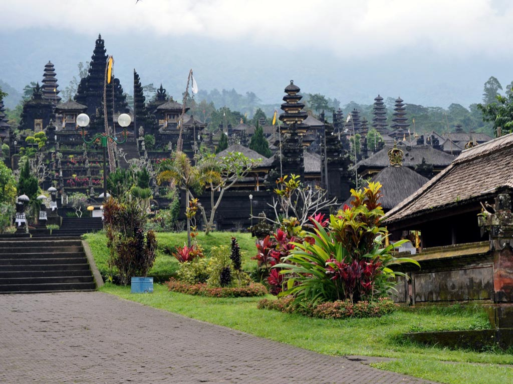 tourism in bali A total of 1,555,609 foreign tourists have visited the island of bali, the most popular tourist destination in indonesia, in the first five months of 2015, an 113 percentage point growth from the same period last year.